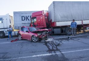 One Truck Driver Causes a Four-Vehicle Chain Crash and Fleds